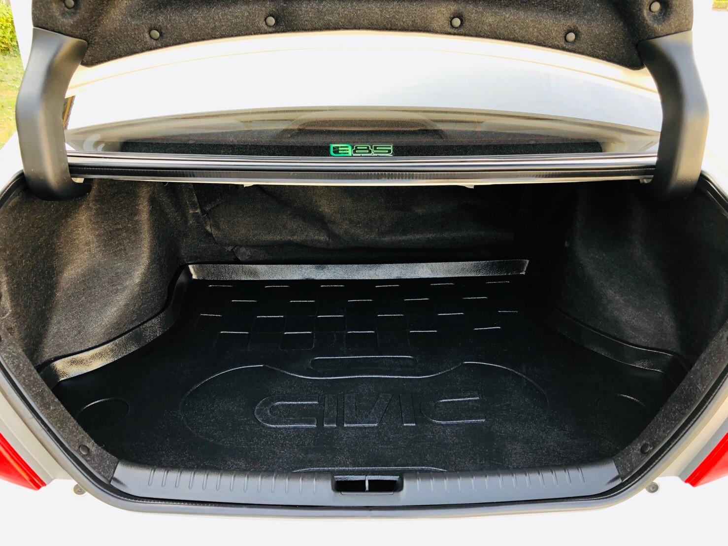 ภาพท้ายรถ ฮอนด้า ซีวิค 1.8 E ปี 2012
