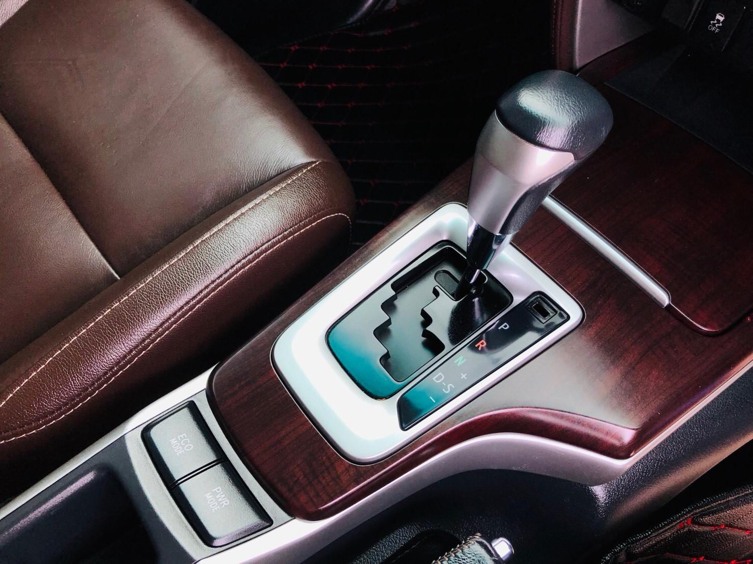 ภาพเกียร์ โตโยต้า ฟอร์จูนเนอร์ 2.4 V 2WD ปี 2017