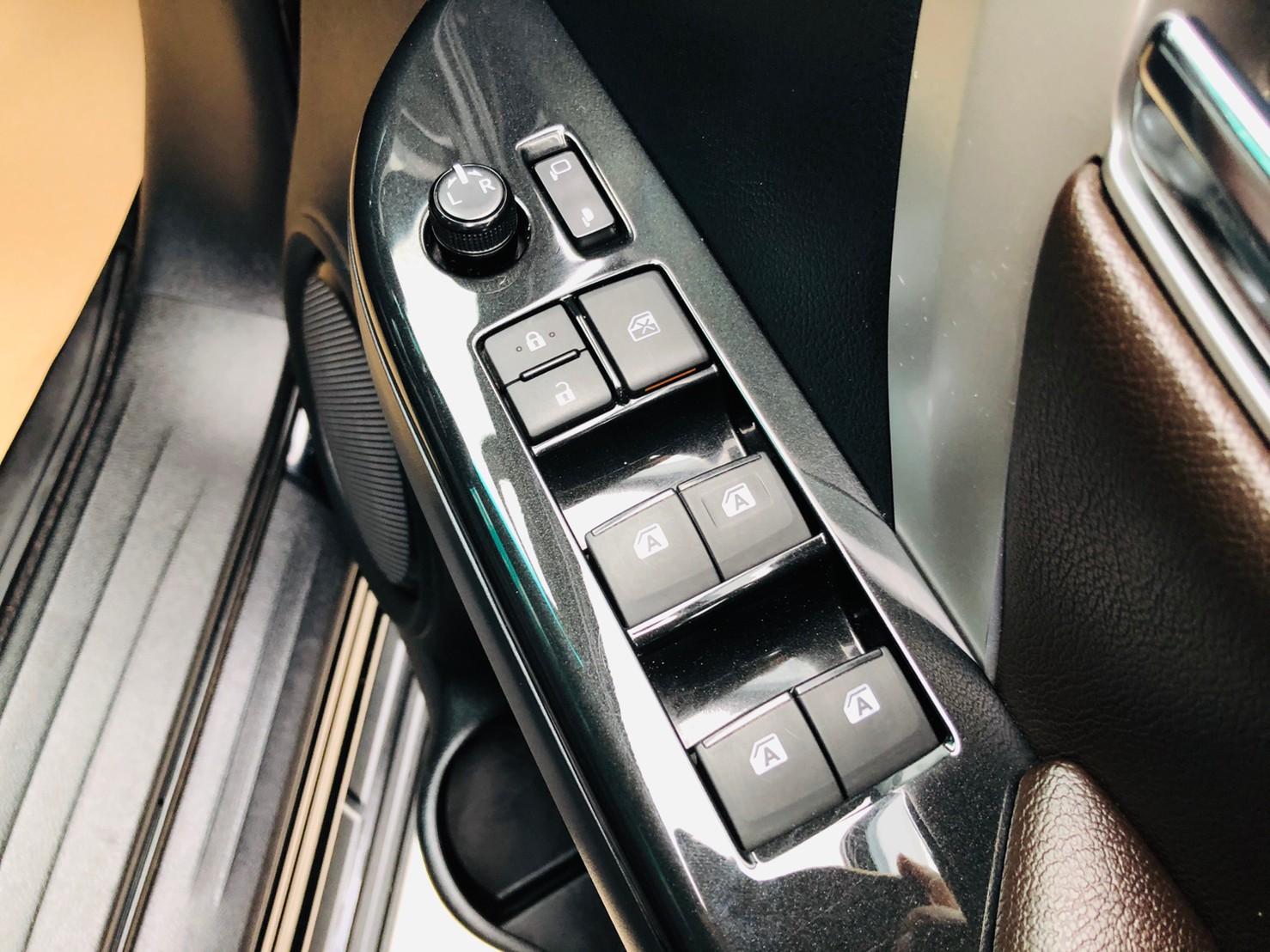ภาพกระจกปรับไฟฟ้า โตโยต้า ฟอร์จูนเนอร์ 2.4 V 4WD ปี 2018