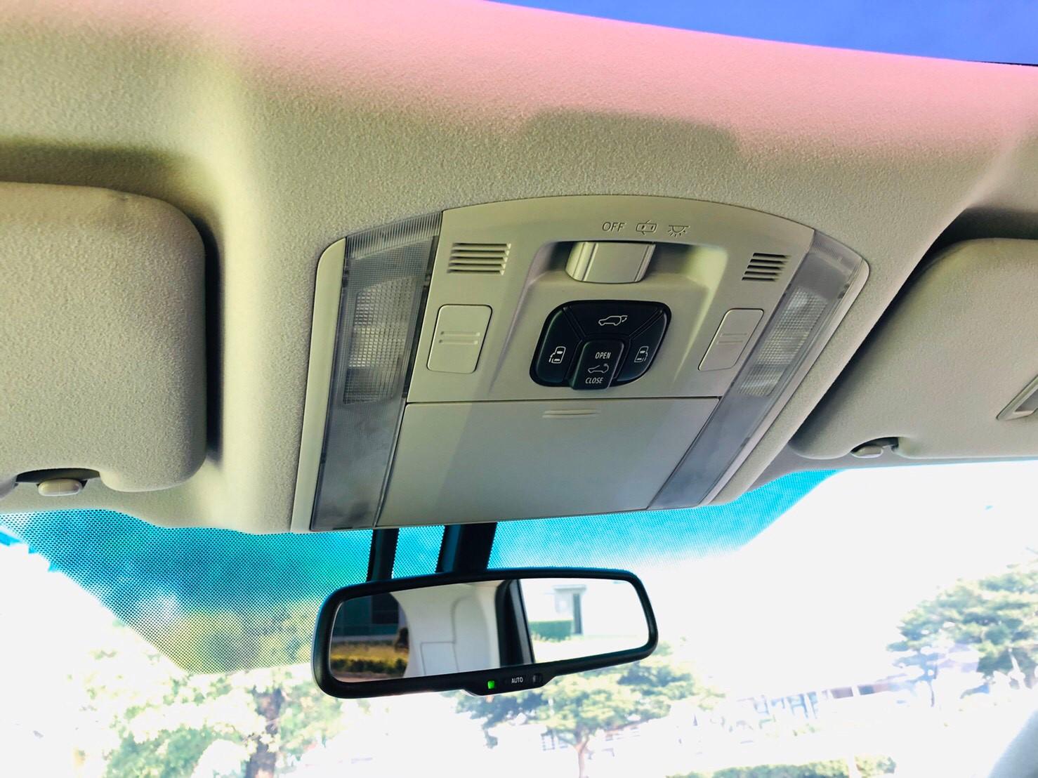 ภาพกระจกมองหลัง โตโยต้า เวลไฟร์ 2.4 ZG ปี 2014
