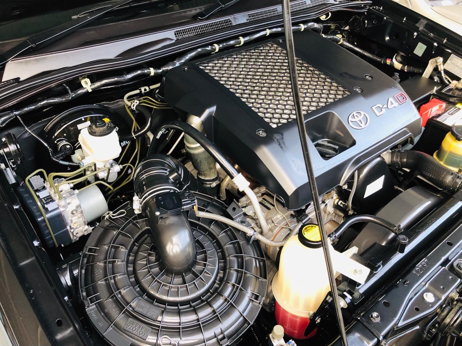 ภาพห้องเครื่อง โตโยต้า ฟอร์จูนเนอร์ 3.0 V 2WD ปี 2013