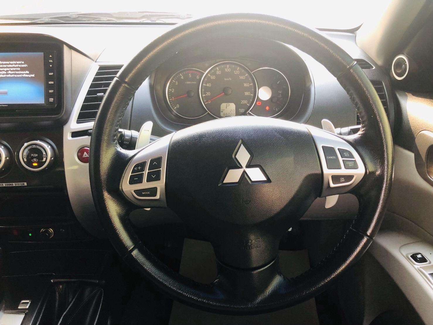 ภาพพวงมาลัย มิตซูบิชิ Pajero 2.5 GT 4WD ปี 2015
