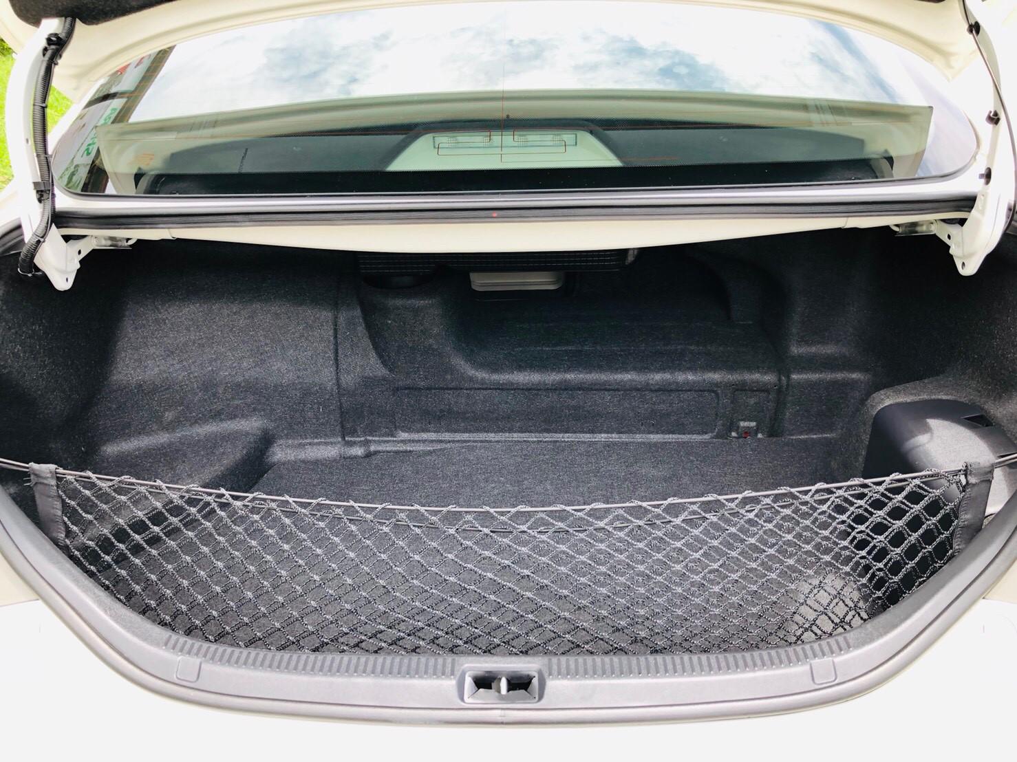 ภาพท้ายรถ โตโยต้า แคมรี่ไฮบริด 2.4 ปี 2012