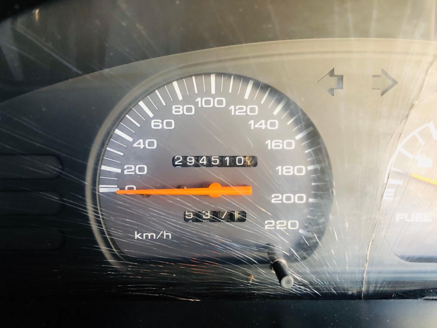 ภาพหน้าปัดเลขไมล์ นิสสัน เอ็นวี 1.6 MT LPG ปี 2000
