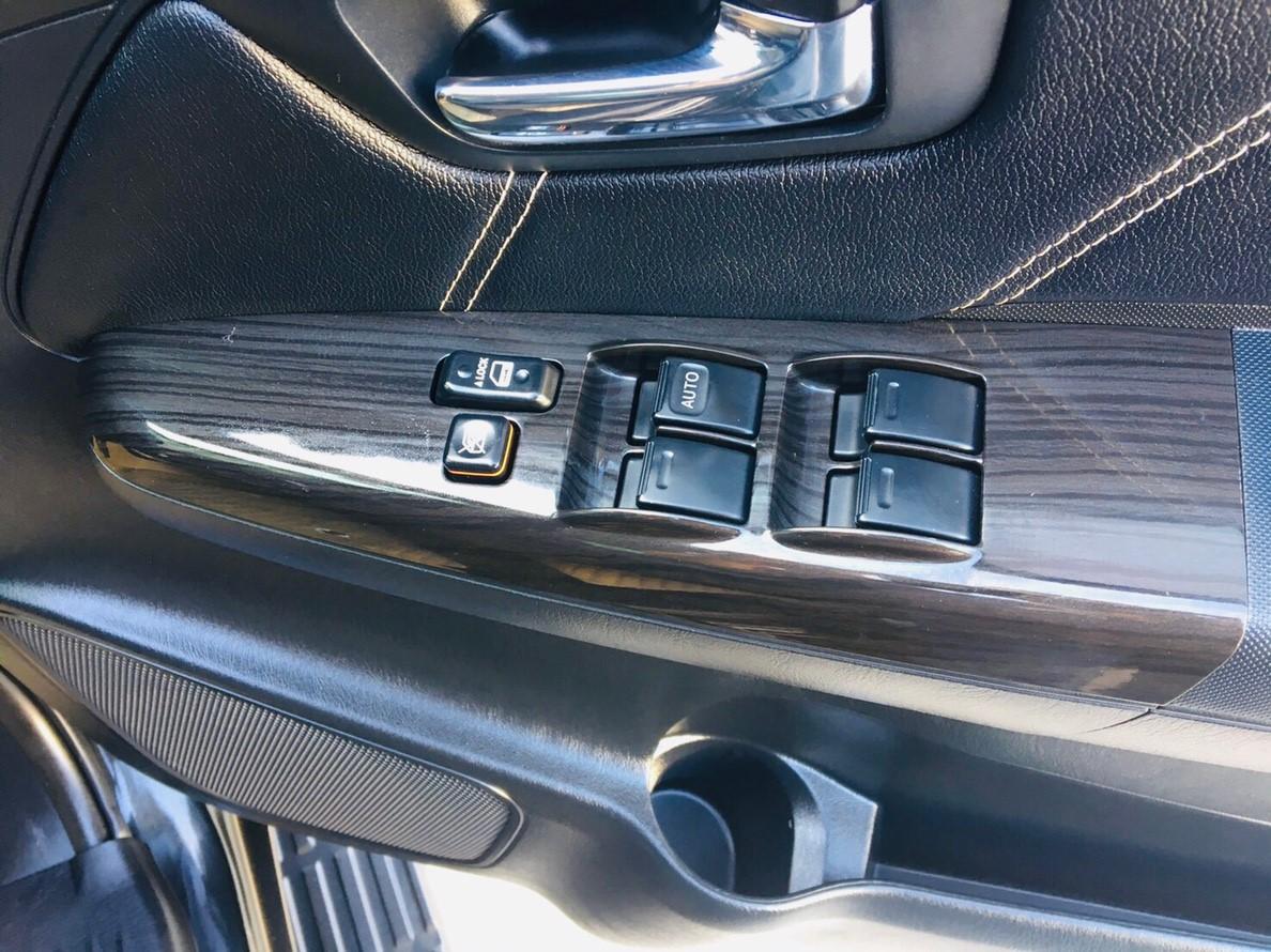 ภาพกระจกๆไฟฟ้า โตโยต้า ฟอร์จูนเนอร์ 3.0 V 2WD ปี 2015