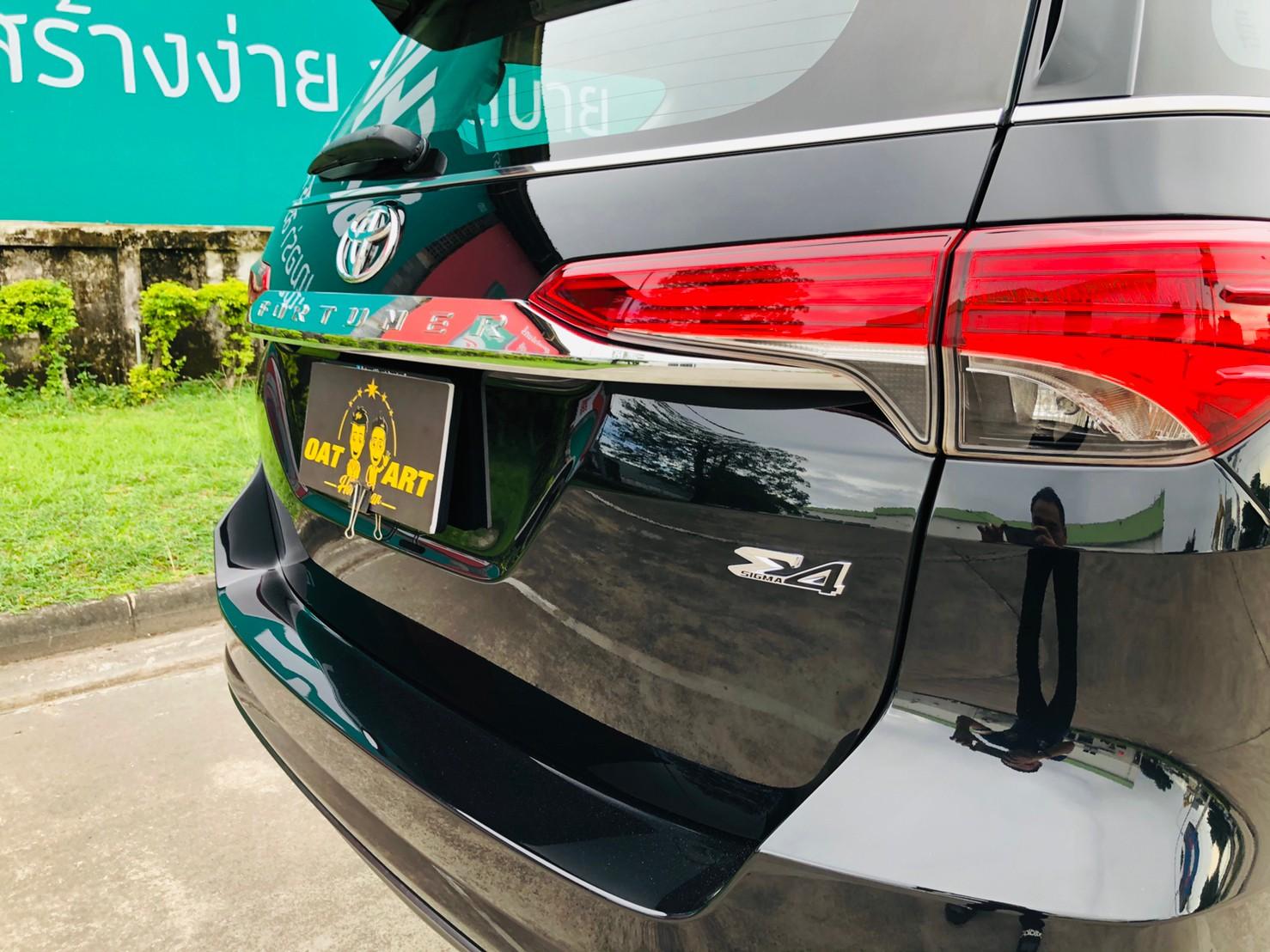 ภาพไฟท้าย โตโยต้า ฟอร์จูนเนอร์ 2.4 V 4WD ปี 2018