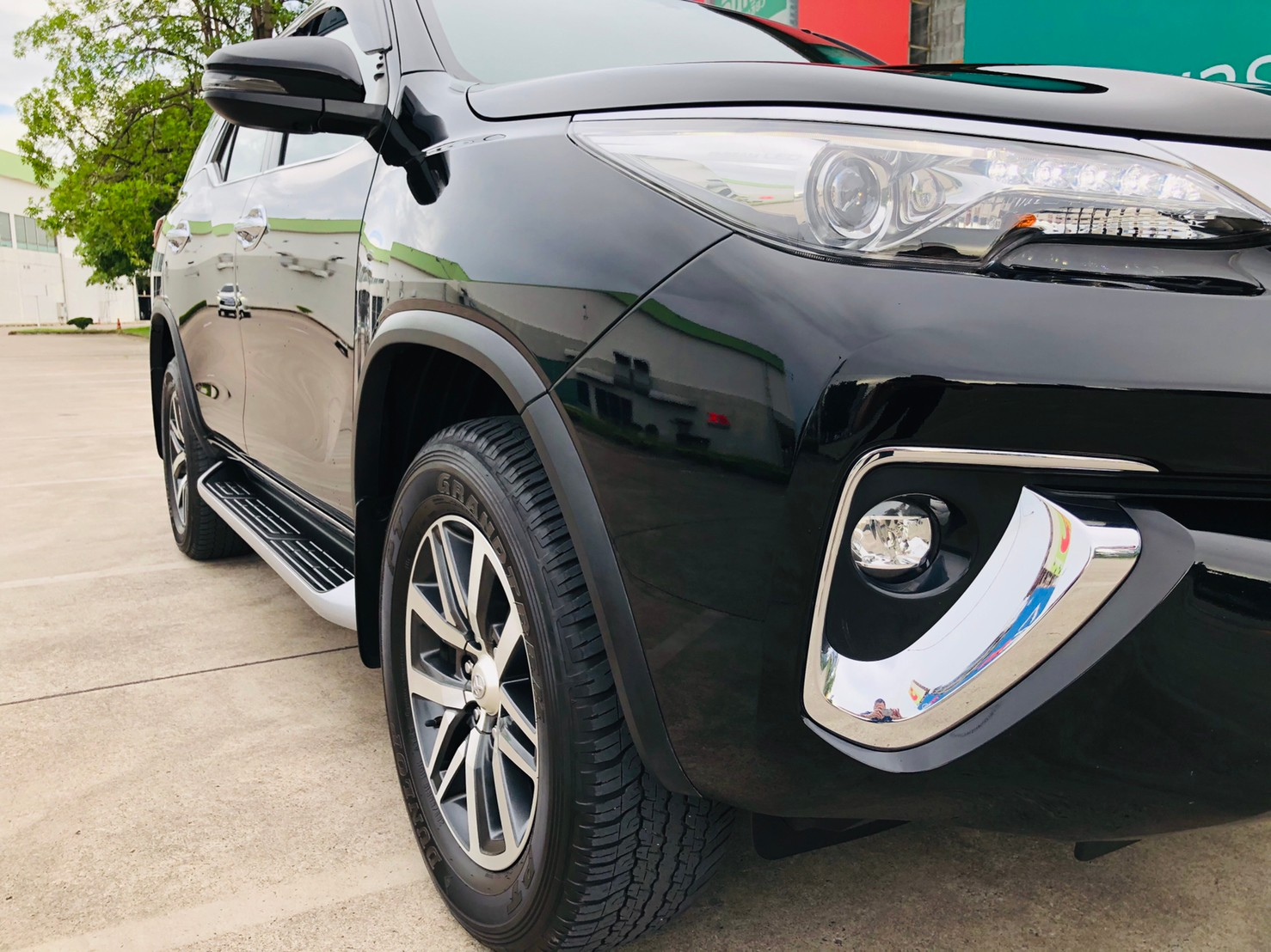 ภาพไฟหน้า โตโยต้า ฟอร์จูนเนอร์ 2.4 V 4WD ปี 2018