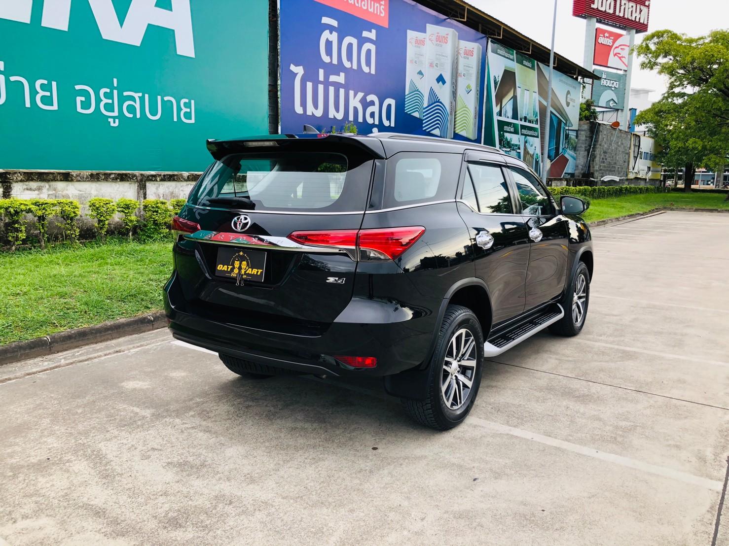 ภาพด้านท้ายข้าง โตโยต้า ฟอร์จูนเนอร์ 2.4 V 4WD ปี 2018