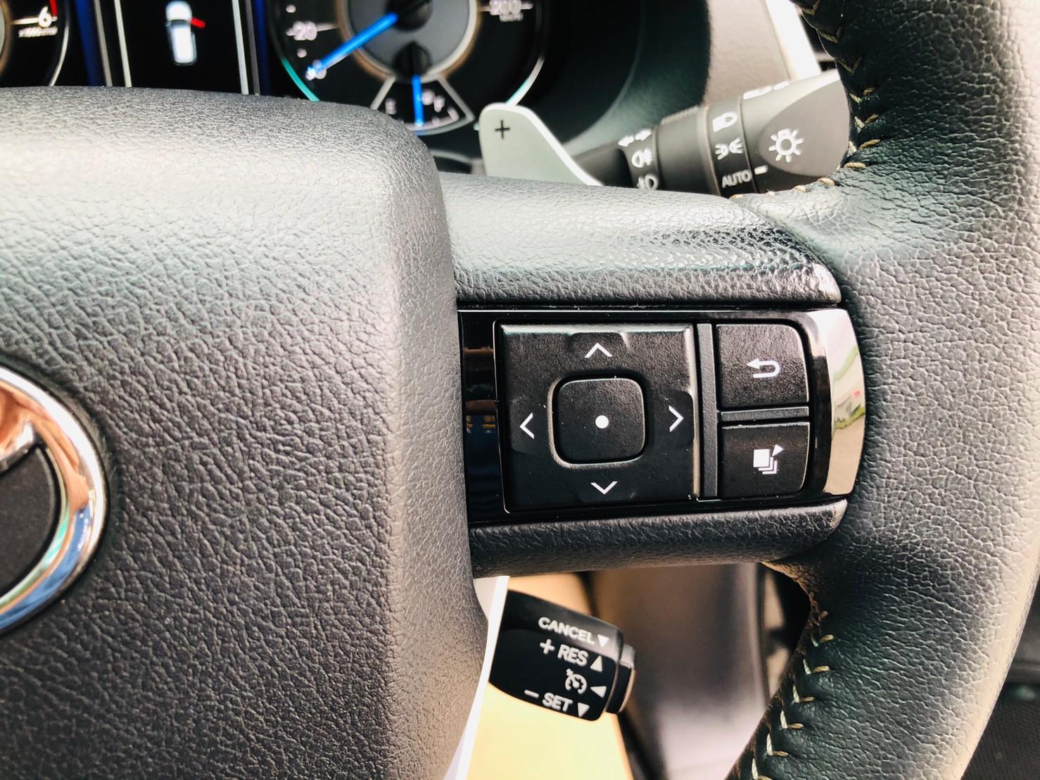 ภาพฟังชั่นพวงมาลัย โตโยต้า ฟอร์จูนเนอร์ 2.4 V 4WD ปี 2018