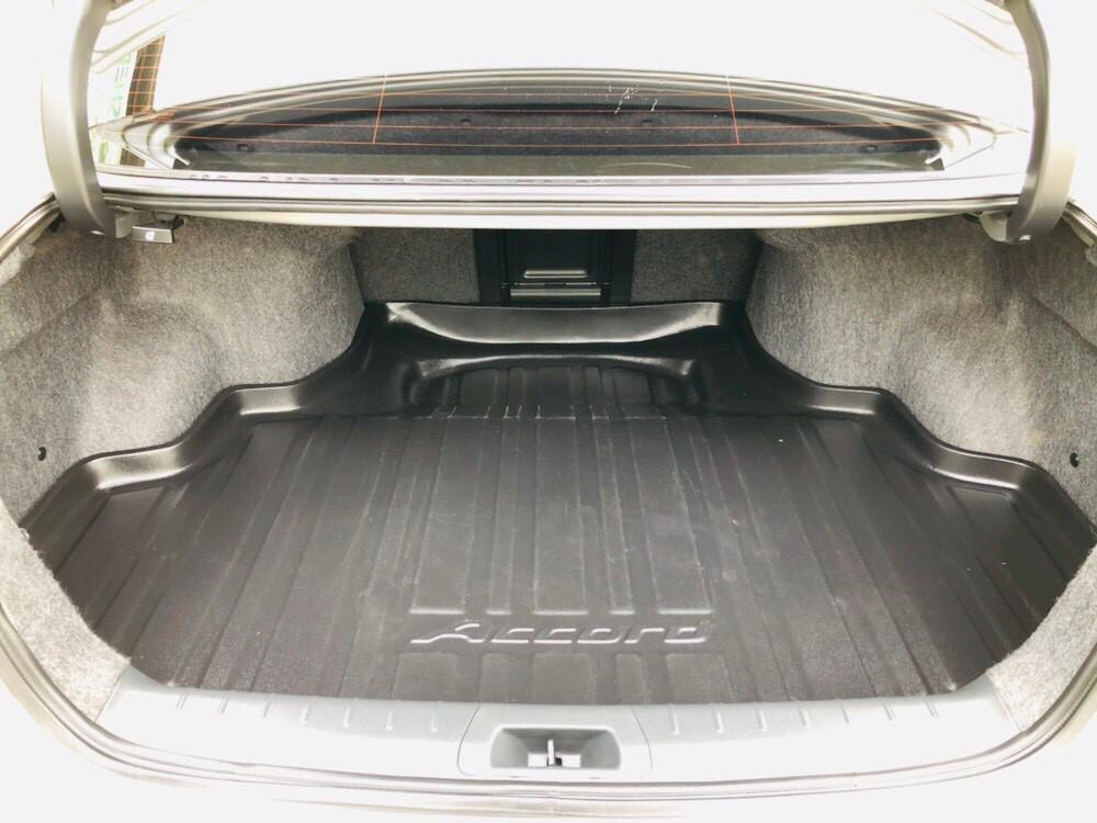 ภาพท้ายรถ ฮอนด้า แอคคอร์ด 2.0 E ปี 2012