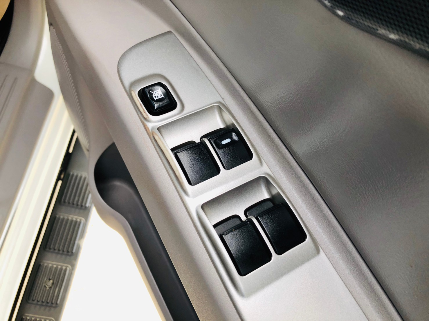 ภาพกระจกปรับไฟฟ้า มิตซูบิชิ ปาเจโร่ สปอร์ต 2.5 GT Navi 2WD ปี 2014
