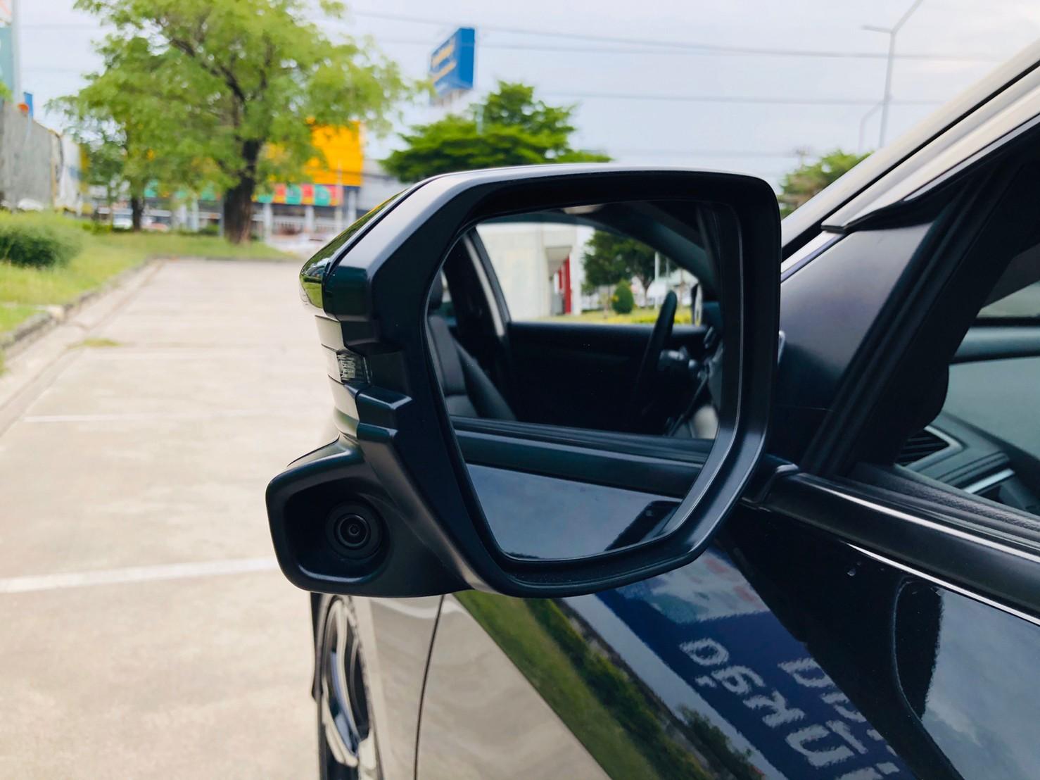 ภาพกล้องด้านข้าง ฮอนด้า ซีวิค FC 1.5 Turbo RS ปี 2016