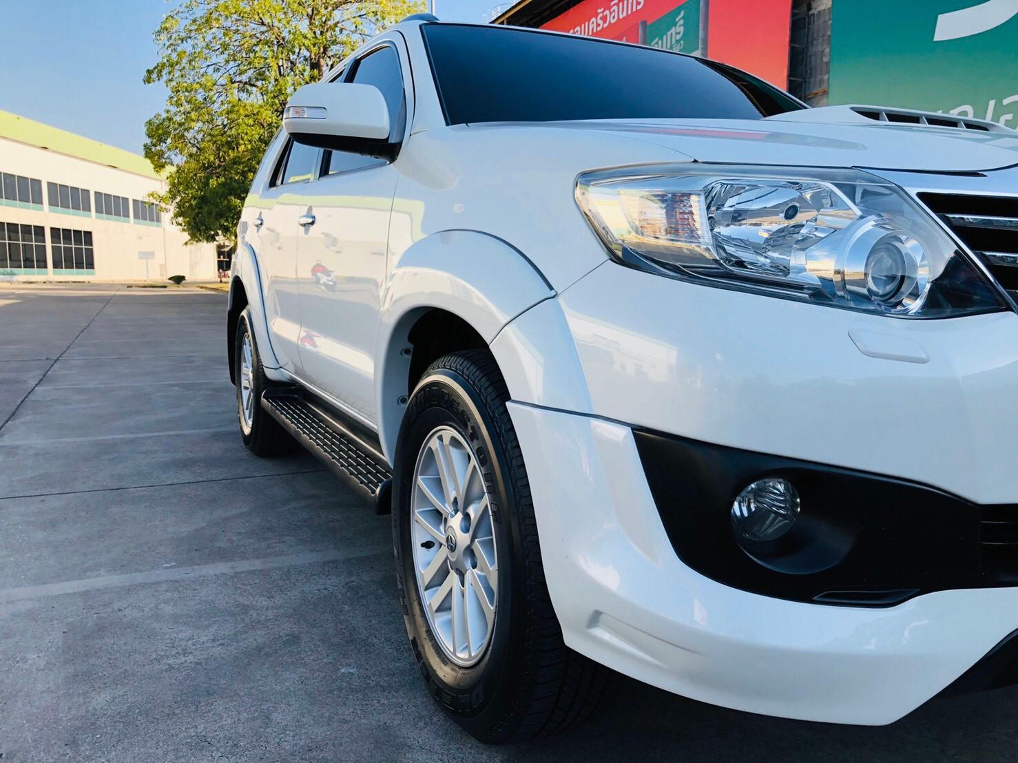 ภาพไฟด้านหน้า โตโยต้า ฟอร์จูนเนอร์ 3.0 V 4WD ปี 2013