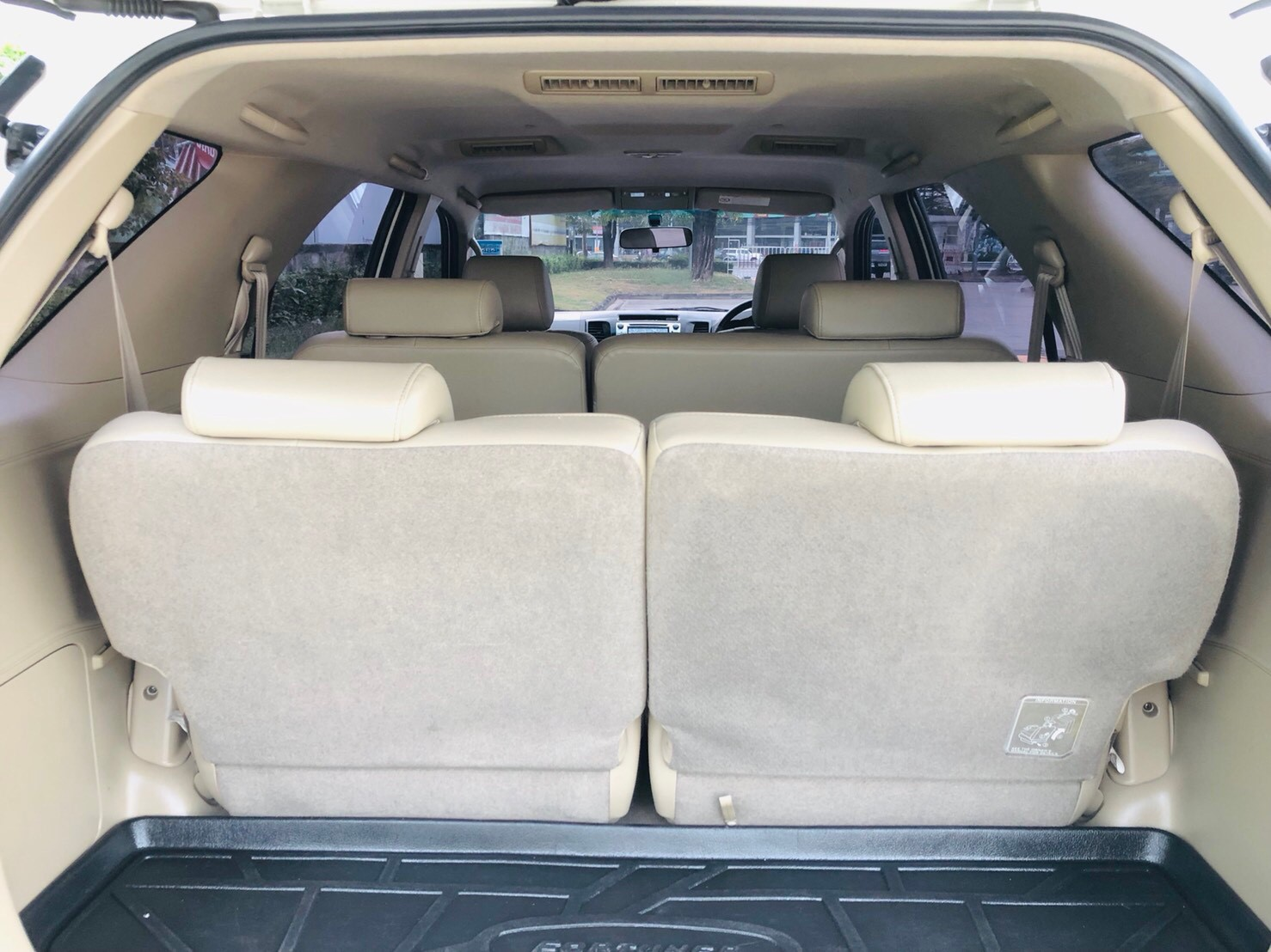ภาพท้ายรถ โตโยต้า ฟอร์จูนเนอร์ 3.0 V 4WD ปี 2013